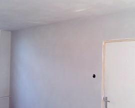 Glad gestuukte muren en plafond